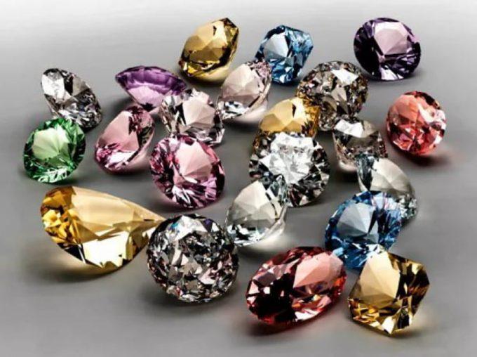 камни бывают разных оттенков
