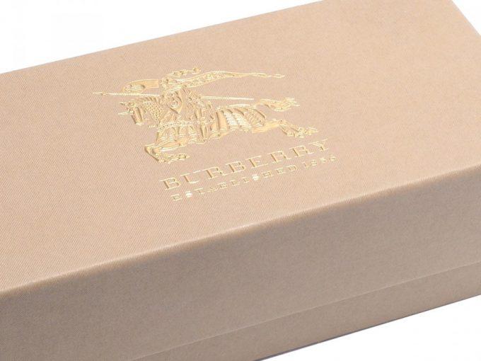 оригинальная упаковка с надписью бренда