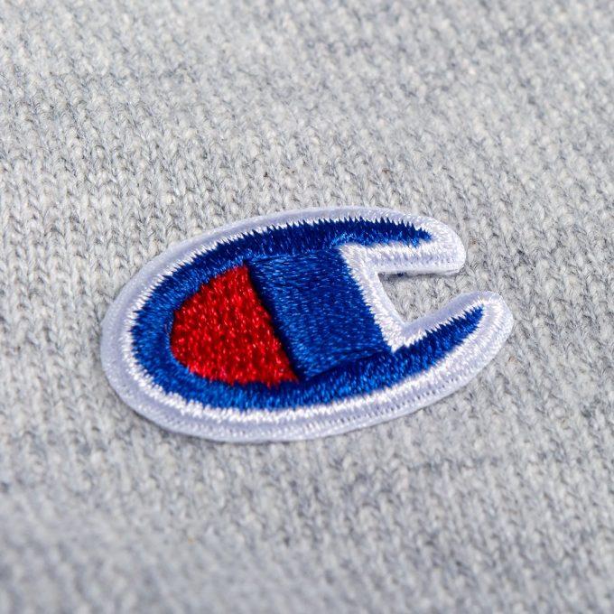 логотип наносят шелкографией