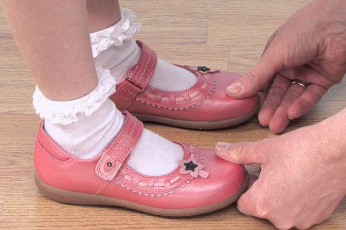 выбор обуви при примерке