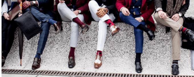 комбинирование цветовой гаммы носков и костюмов