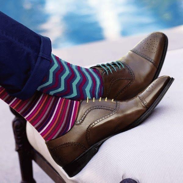 яркие носки выражают мужской индивидуализм