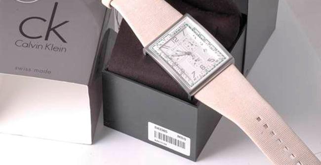 штрих-код на коробке часов от Calvin Klein