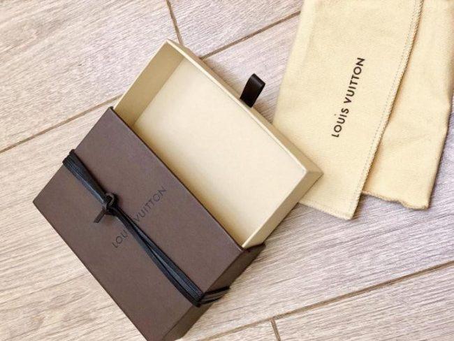 чехол и коробка Louis Vuitton