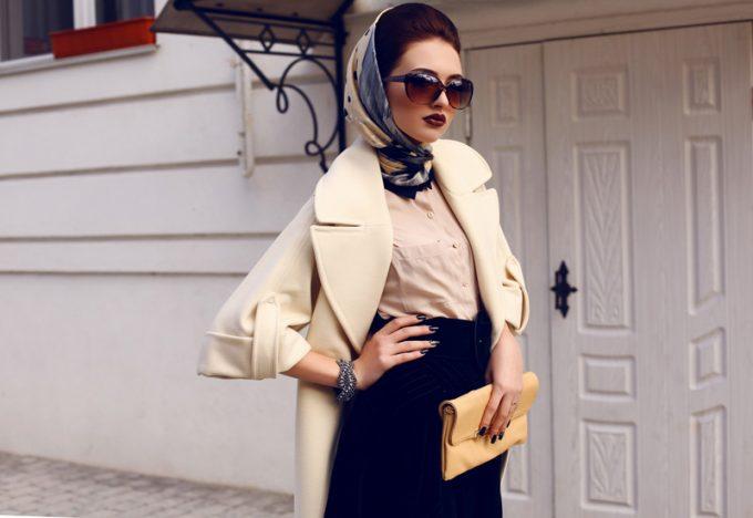 стильный образ с пальто и платком