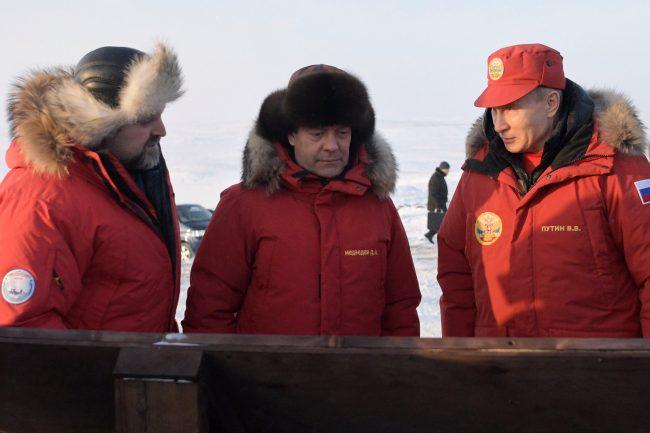 Дмитрий Медведев и Владимир Путин в куртках Red Fox